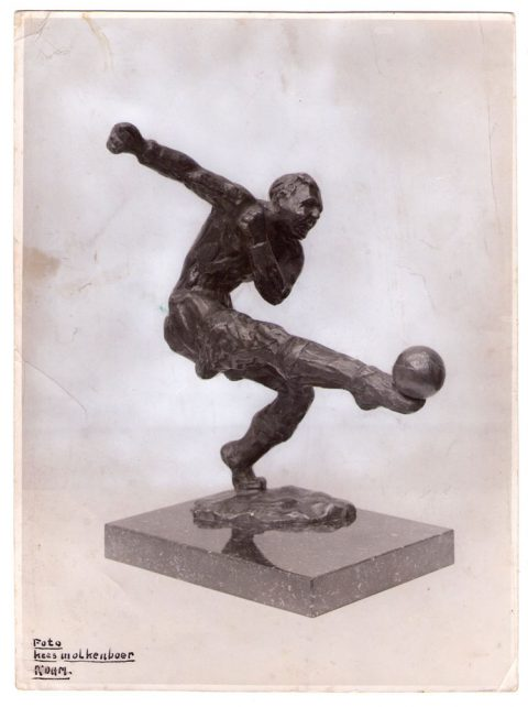 Voetballer, brons, 1940, 30 cm