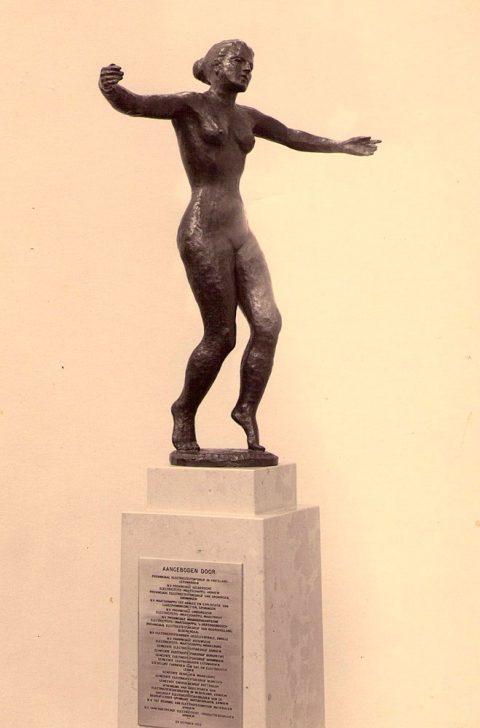 Vrouw, brons, 1952, Puem Utrecht
