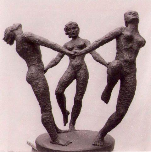 Dansende vrouwen, brons, 1962, ANWB Den Haag, 60 cm
