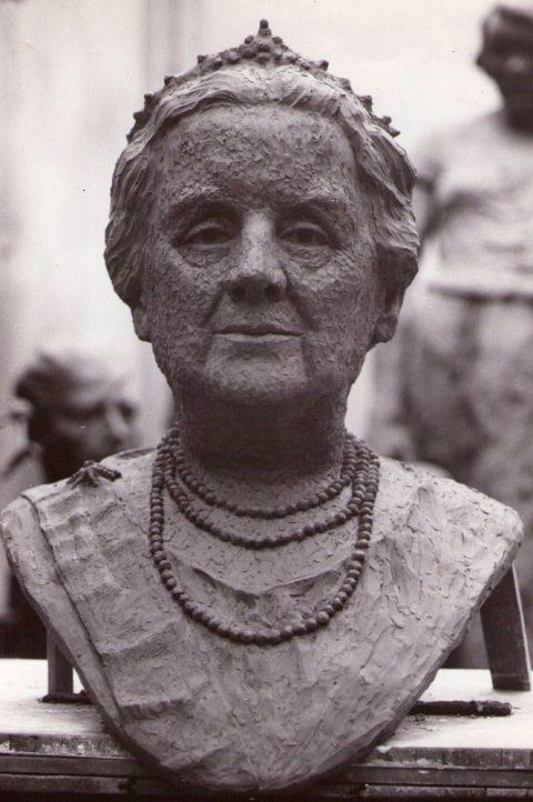 Kon. Wilhelmina, brons, 1965, Stadhuis Vlaardingen