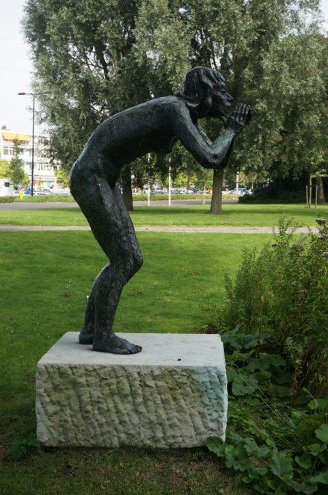 De Roep, brons. Dirk de Derdelaan Vlaardingen.